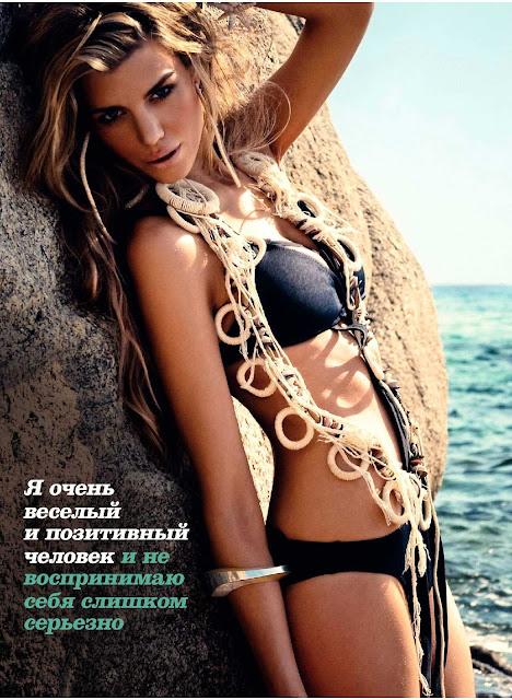 Elle Liberachi Sexy in Bikini