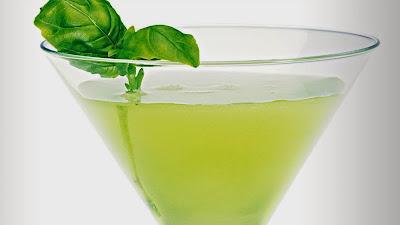 Martini de manga e manjericão