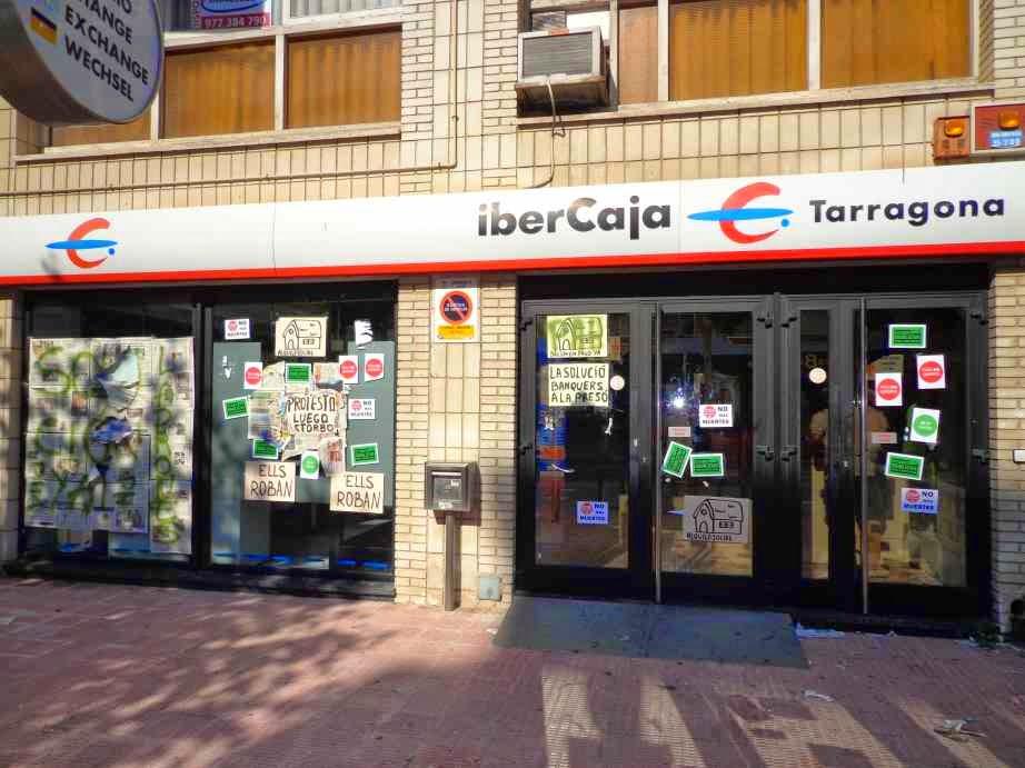 Carrer del mar la pah guanya una altra batalla for Oficinas de ibercaja en barcelona