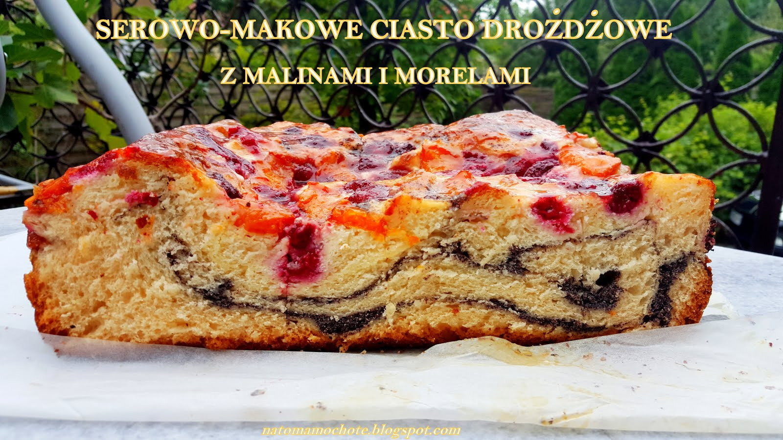 Serowo-Makowe Ciasto Drożdżowe z Morelami i Malinami