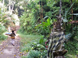 Balinese shrine, insense, food offering