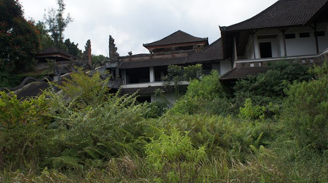 the ghost palace hotel tampak angker