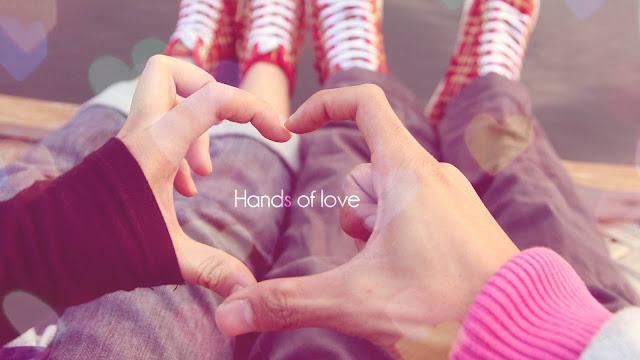 قلب حب باليد hands of love