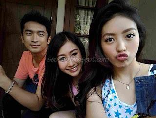 Foto Kathy Indera Dengan Natasha Wilona dan Gerald Yo