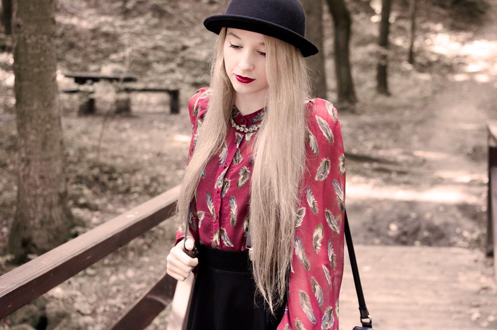 naszyjnik new yorker modny kapelusz koszula w piórka eyeliner blond blog