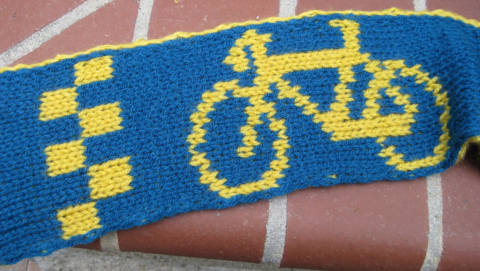 Card table inc a bicycle built for two at any rate it is a double knit scarf with a neat bike design at one end i adapted from a pattern i found on ravelry toms doubleknit bicycle hat bankloansurffo Image collections
