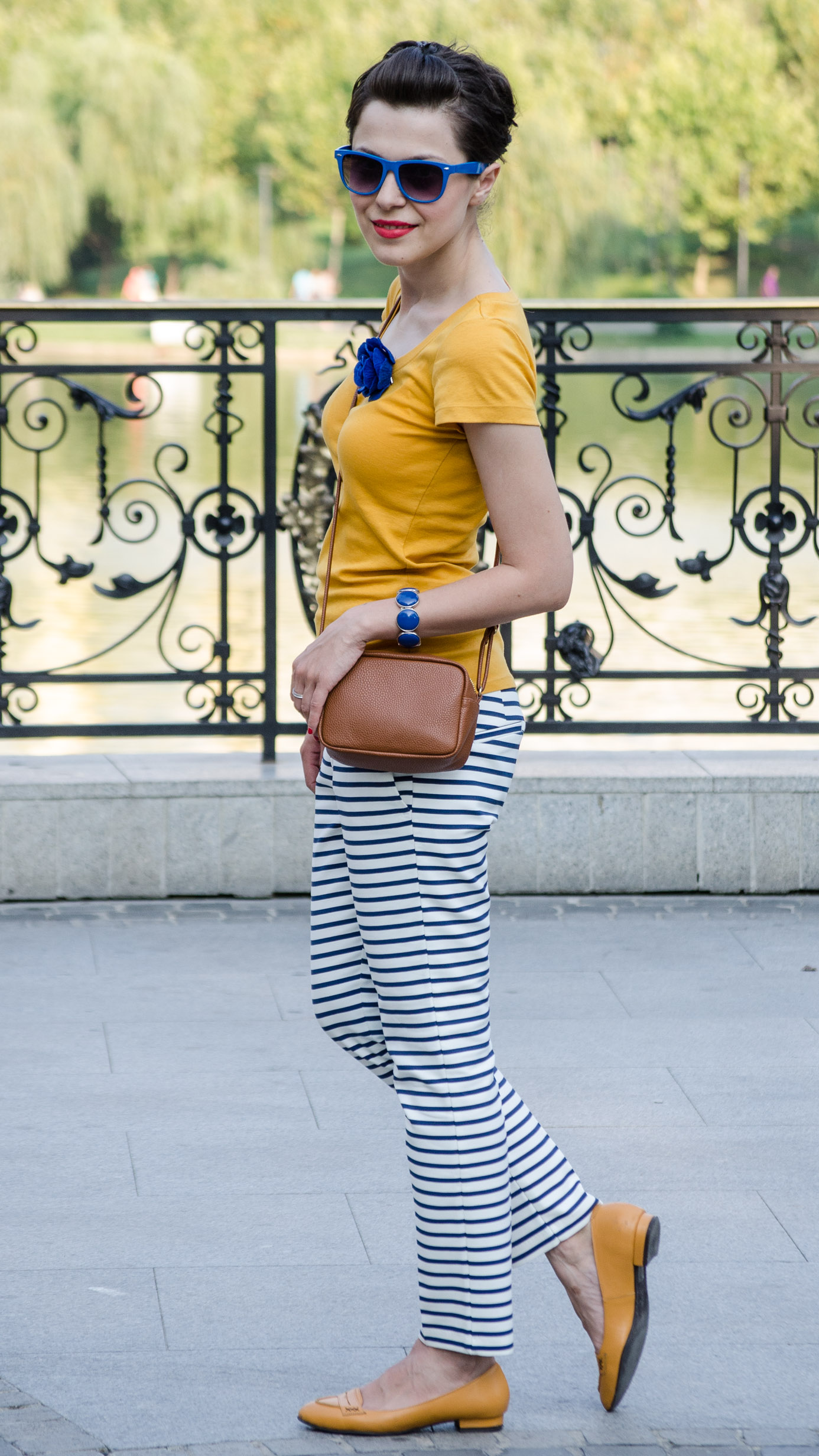 mustard t-shirt navy stripes pants brown little bag zara mustard shoes dasha