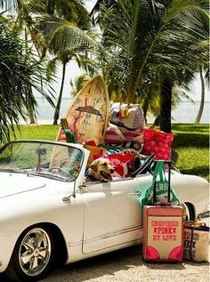 coche lleno de maletas para vacaciones
