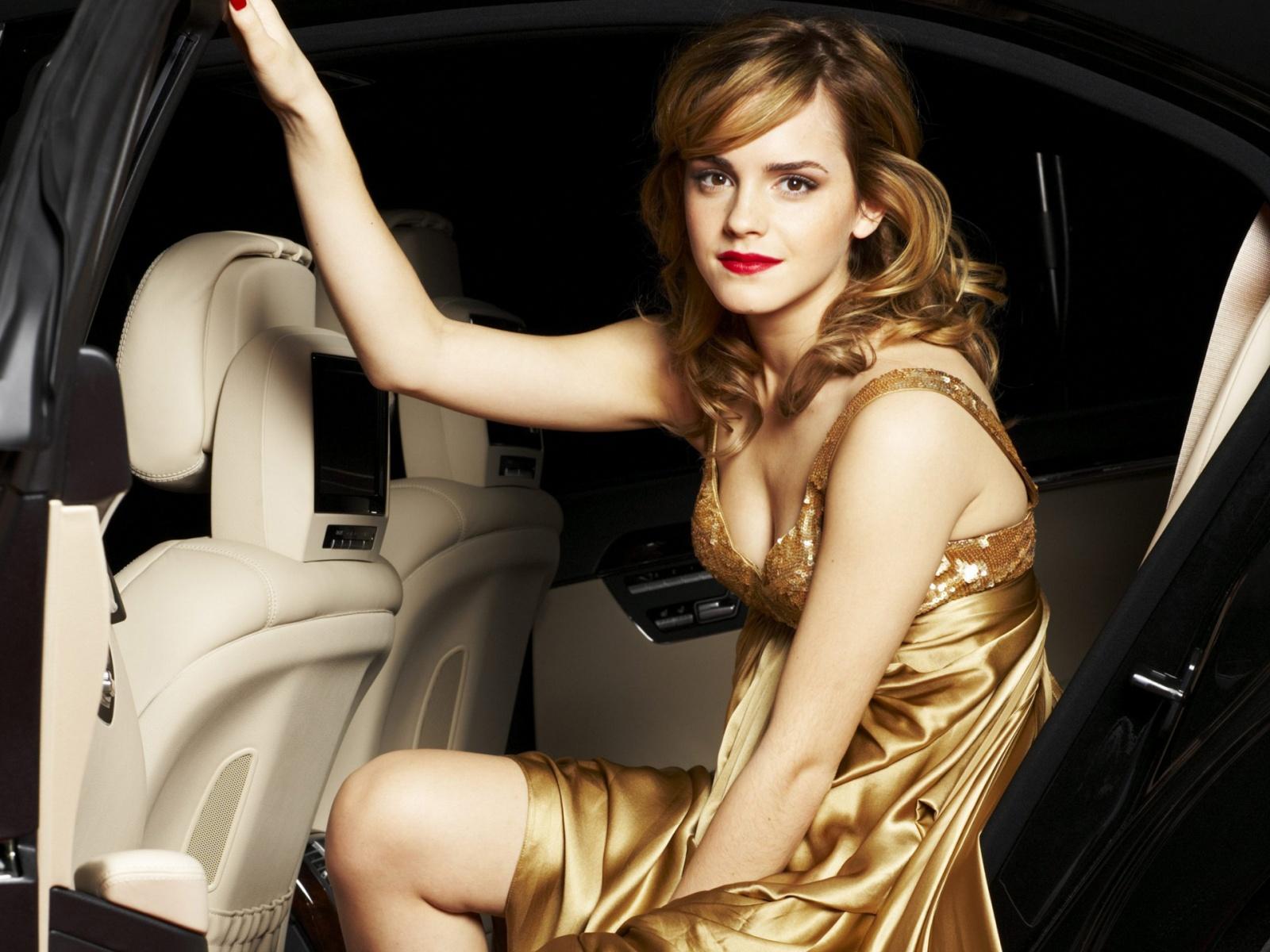 omg celebrities photos: emma watson hot photos