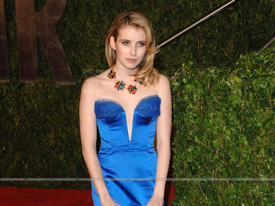 Emma Roberts Wallpaper in Blue