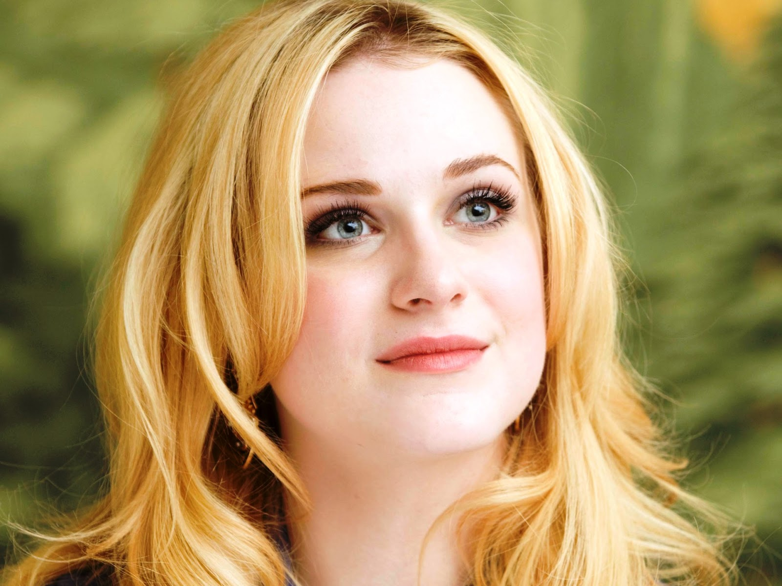 http://2.bp.blogspot.com/-5oy-v68Br50/TqGVGbYL0bI/AAAAAAAAEvw/nXHMBd0c0Ic/s1600/kaneda_Evan_Rachel_Wood_Mildred+Pierce+Press+Conference_+%252813%2529.jpg