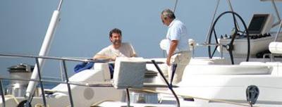 El vicepresidente nacionalista, en un yate con Jacinto Rey