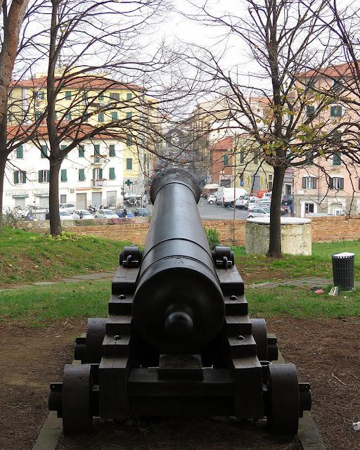 Old cannon, Fortezza Nuova, Livorno