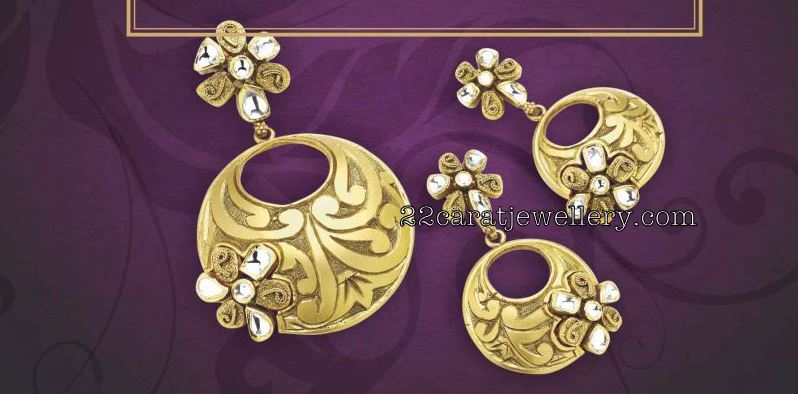 Gold pendant sets by manubhai jewellers jewellery designs checkout 22 carat gold designer antique pendant sets studded with emerald and rubys paired with matching gold designer earrings by manubhai jewellers aloadofball Images