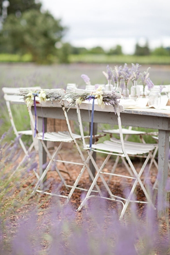 lavendel bröllop, lavendel inspiration, brudbukett lavendel, lantligt charmigt bröllop lavendel, lavender wedding, rustic lavender wedding, wedding lavender field, wedding bouquet lavender, lavender table, dukning lavende