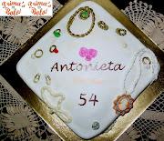 Caixa de jóias e notas de música. Publicada por Prima's Bolos