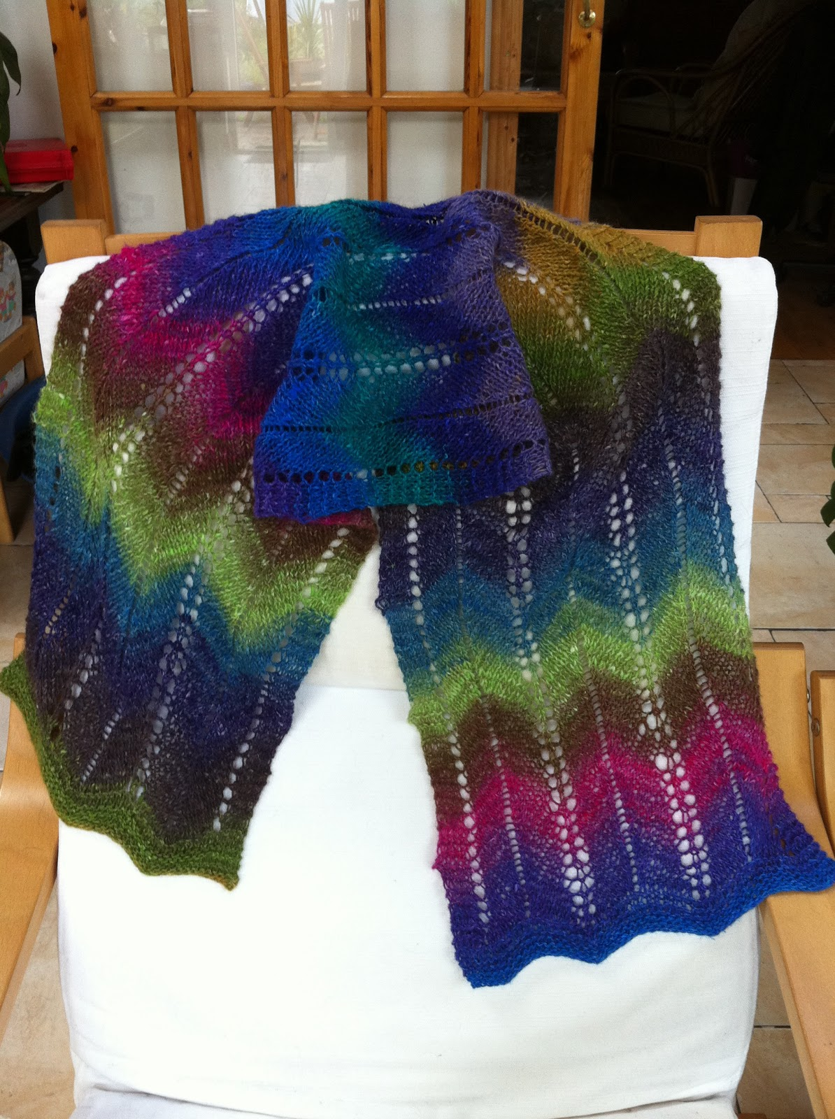 Dispatches from the Deise: Knitting Noro Silk Garden - from Sock Yarn to Zig-...