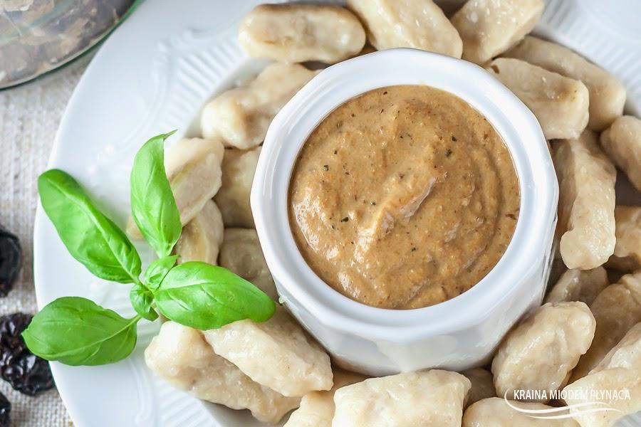 sos grzybowy, sos warzywno grzybowy, sos z grzybami, sos z grzybów, sos do makaronu, gęsty sos grzybowy, kraina miodem płynąca