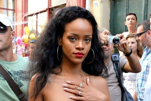 Rihanna Begs Dead Grandmother to 'Send a Message' on Twitter » Gossip | Rihanna