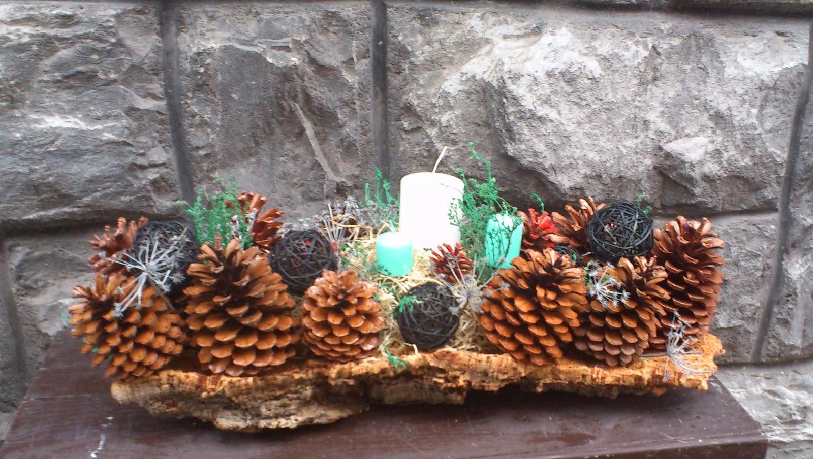 Manualidades con ilusion centro de pi as navide o - Como hacer un centro de mesa navideno con pinas ...