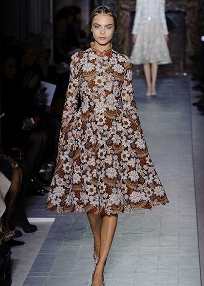 valentino %C3%A7i%C3%A7ekli elbise 2013 Çiçekli elbise modelleri