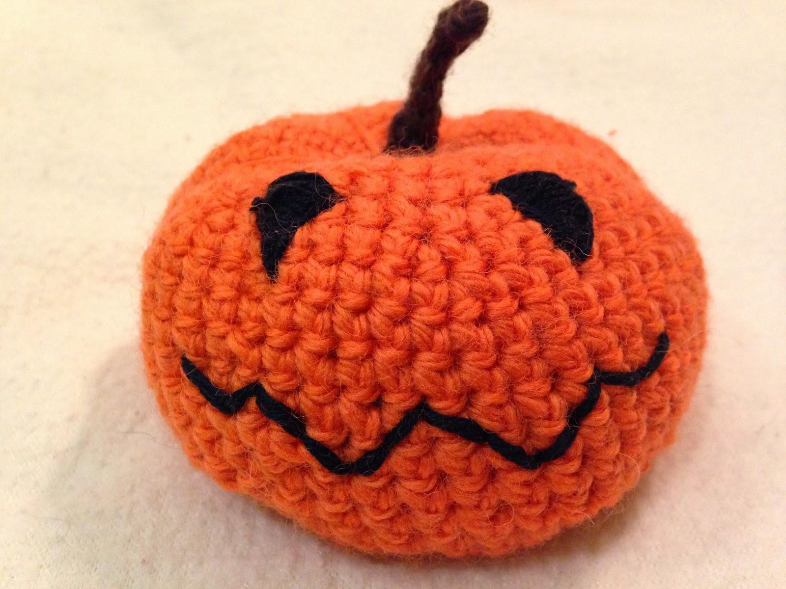 The Perfect Hiding Place: Crochet Halloween Pumpkin - FREE Pattern