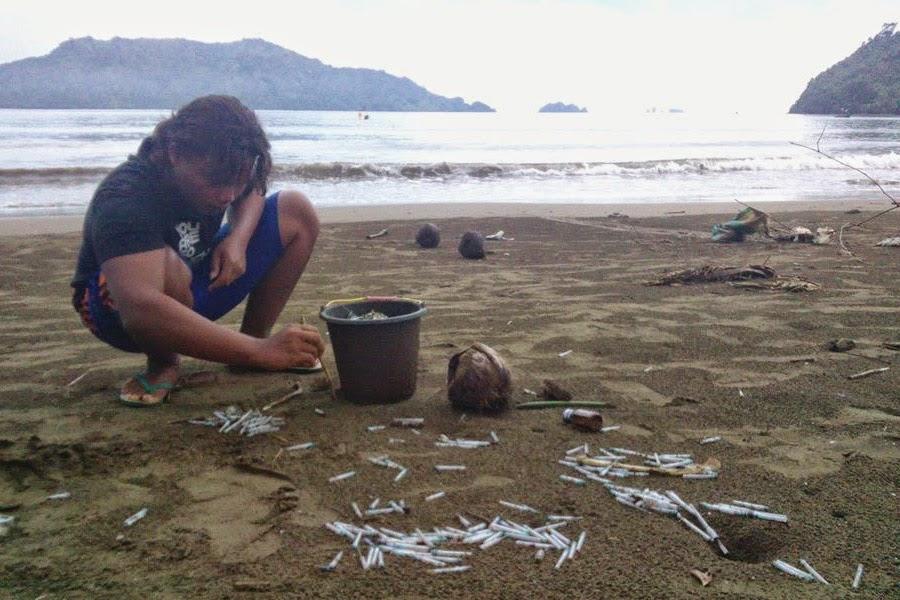 Ribuan Jarum Suntik Bekas Ditemukan di Pantai Cengkrong