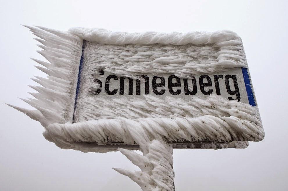 Lletrero gelat a Schneeberg (Deustchland)