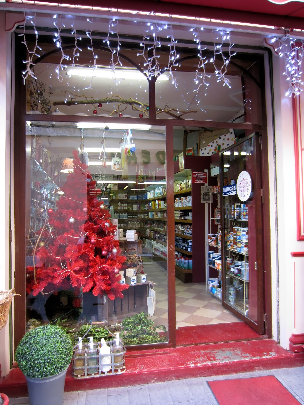 Christmas in Provence - window shopping - Twinkling lights and a glittering red Christmas tree cheer up this Pharmacie in Isle sur la Sorgue