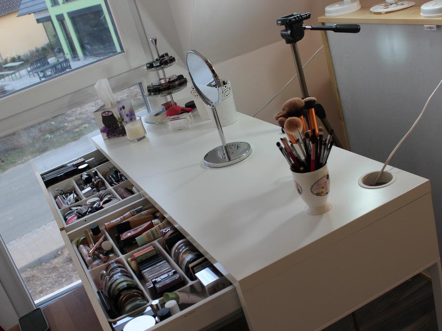 Ikea schminktisch schreibtisch  Neuer Schminktisch und -aufbewahrung - EINFACH INA