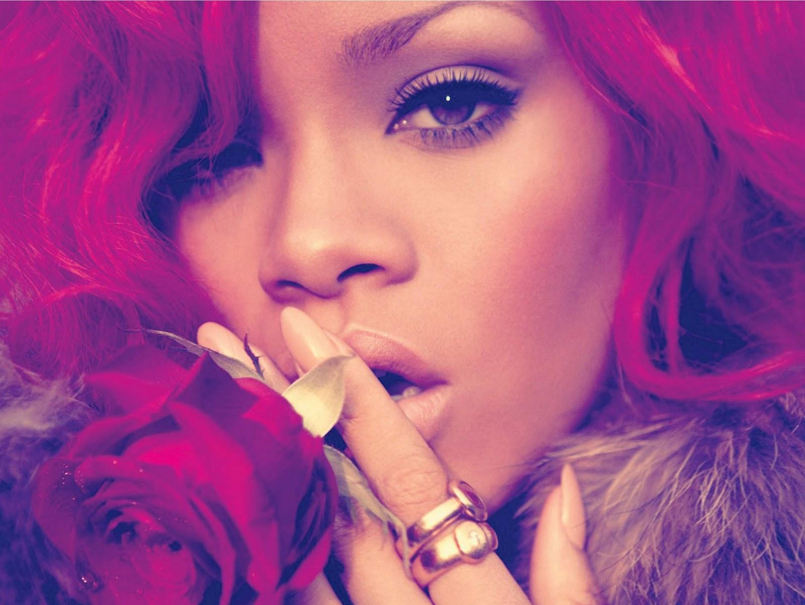 http://2.bp.blogspot.com/-5rEBRBwy2T0/TVcet9M87nI/AAAAAAAAAEQ/nJD9nnPrxws/s1600/Rihanna-Loud-Album-Booklet.jpg