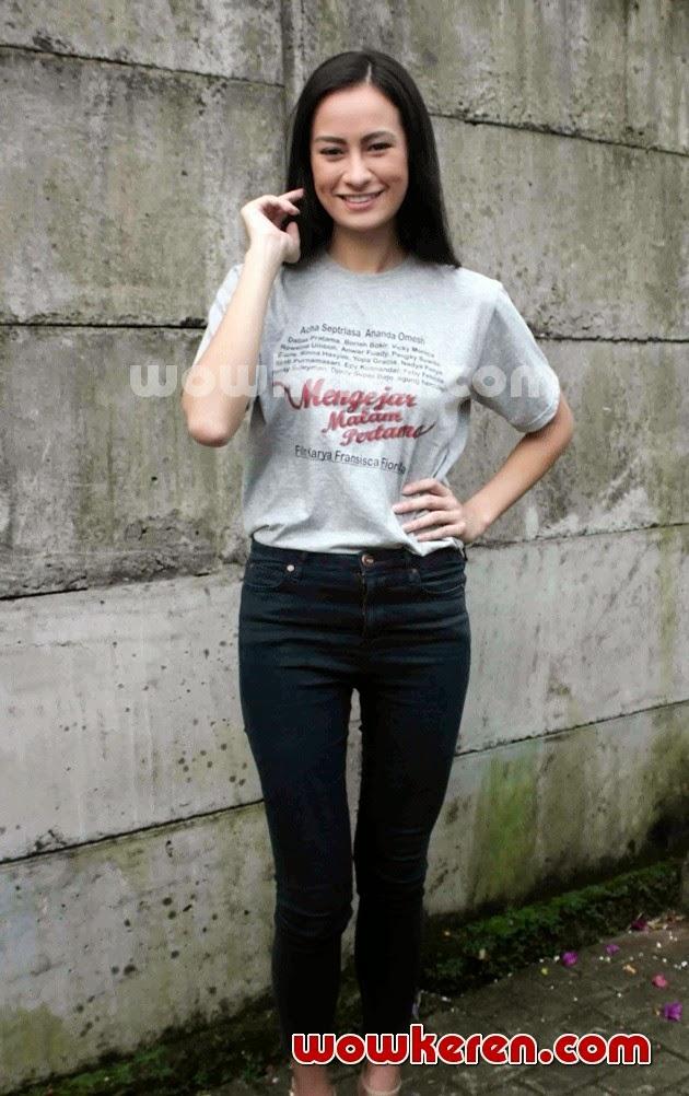 Gambar Vicky Monica