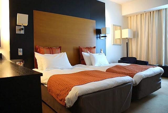 Hotelli, valkoiset lakanat, olympiastadion