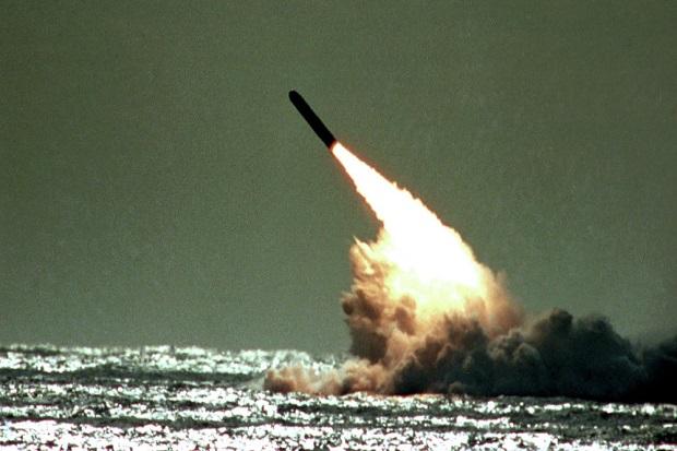 Inggris Paksa NATO Latihan Perang Nuklir