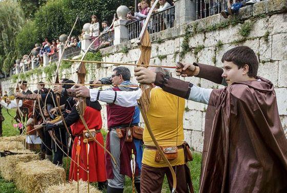 imagen_burgos_cid_medieval_cidiano_rio_arlanzon_torneo_combate_caballeros_arco_flechas