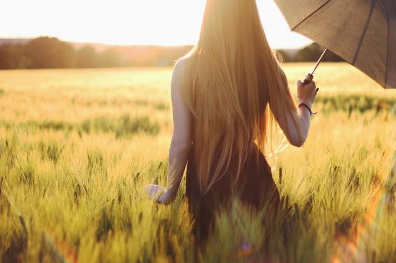 Moni S Blog Frau Mit Sonnenschirm