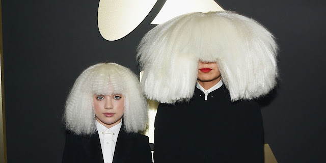 """Sia cantó """"Alive"""" en el show de Ellen y Maddie Ziegler la vuelve a acompañar."""