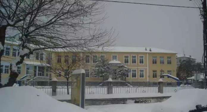 Ποια Σχολεία Κλείνουν Λόγω Κακοκαιρίας -Πού Χιονίζει