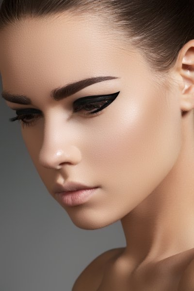 I personally love my eyeliner like those above its very trendy and all you need to do is throw some lashes on and add a coloured lip and your makeup is ...