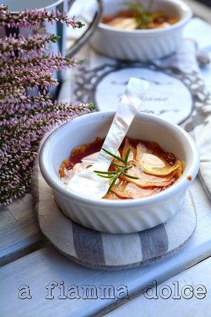 tartellette al rosmarino,confettura di fragole tardive e mela