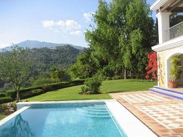 Piscinas lindas y modernas en fotos jardines con piscinas for Piscinas pequenas en jardines pequenos
