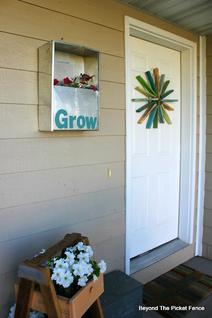front porch, planter, grow, flowers, metal, http://bec4-beyondthepicketfence.blogspot.com/2015/06/project-challenge-metal.html