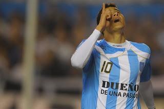 Giovanni Moreno marcó un gol de tres puntos para Racing de Avellaneda
