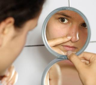 Comment enlever les points noirs sur le nez naturellement