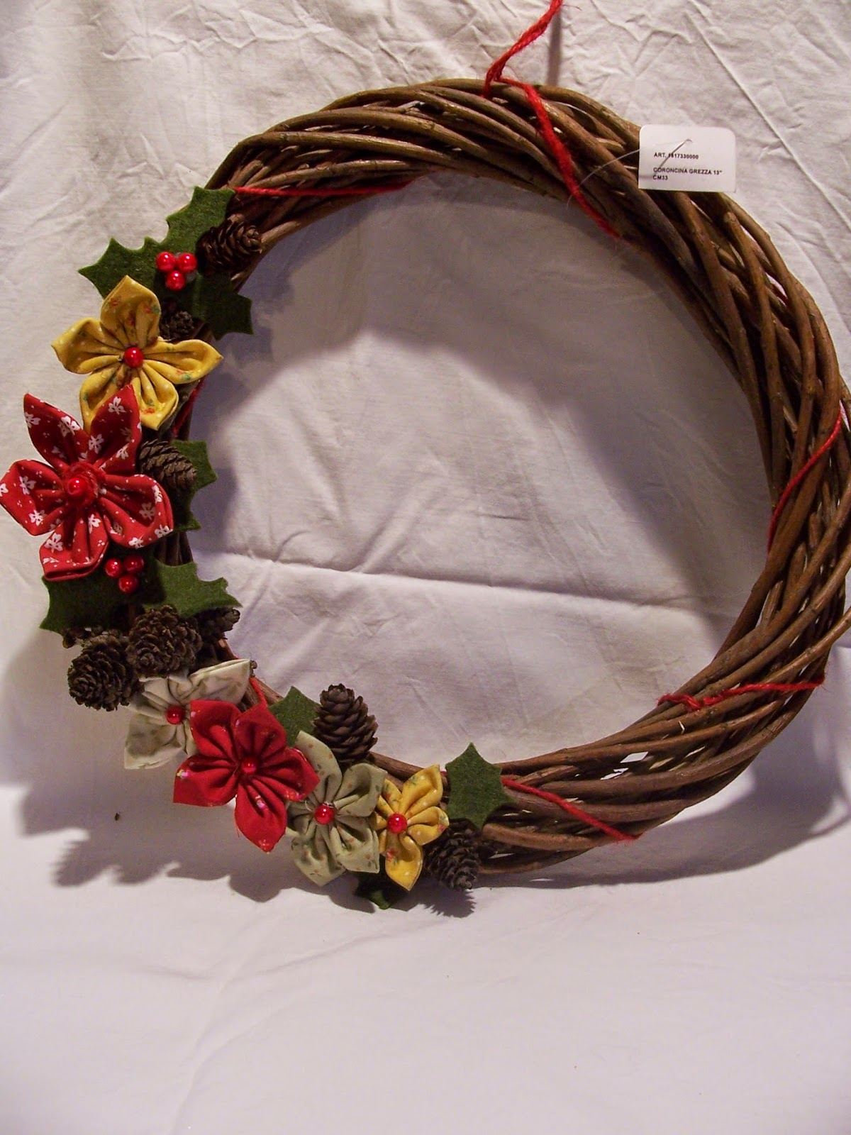 Pigghy mania ghirlande natalizie con fiori agrifoglio - Corone natalizie da appendere alla porta ...