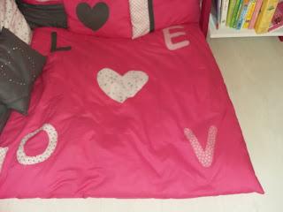 coin lecture pour les petis tapis oreiller fille coussins détente angle mansarde coin livre