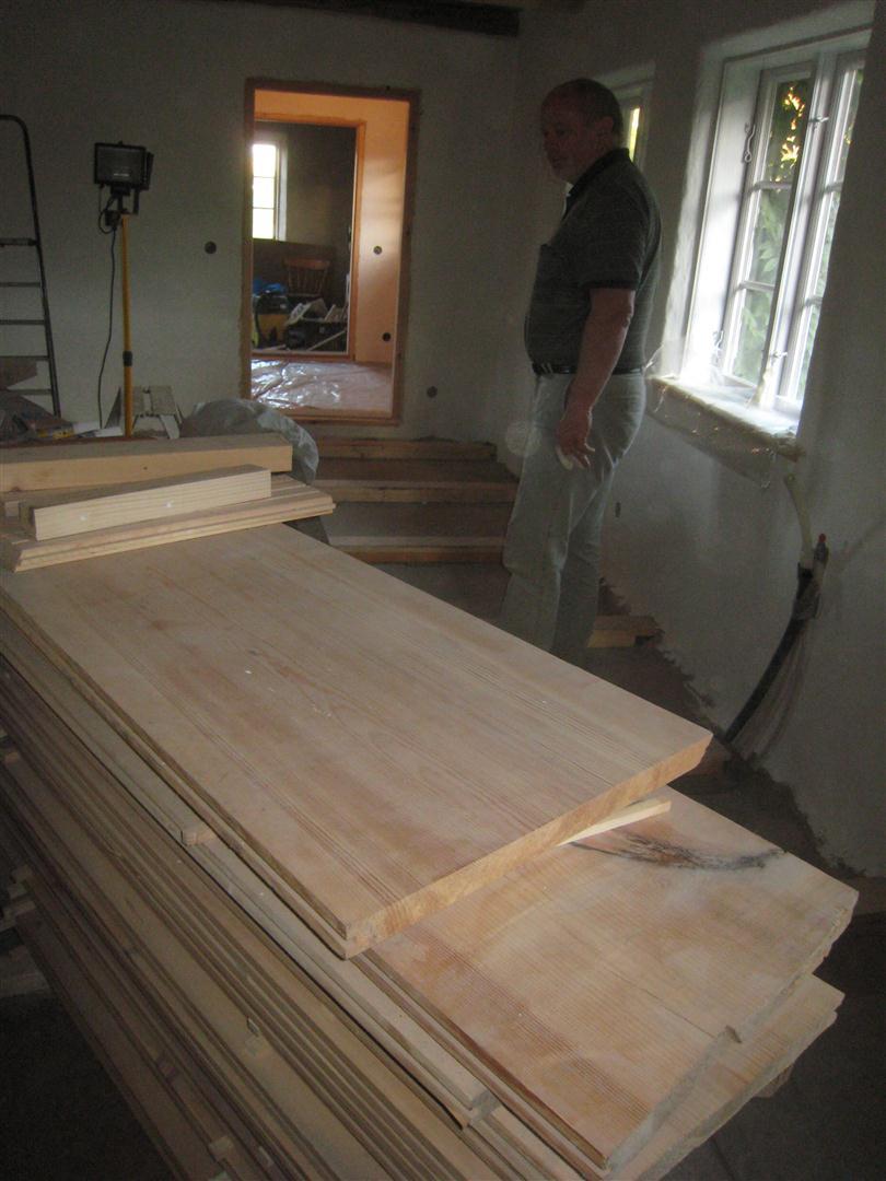 Mariehem i SkÃ¥ne: Breda tiljor : trägolv golvvärme : Inredning