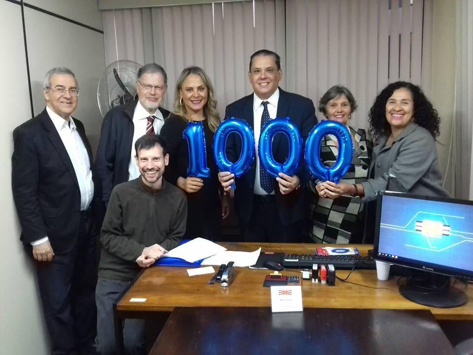 REGISTRO DA CELEBRAÇÃO PELA MARCA DE 1000 AUDÉNCIAS CONDUZIDAS PELO MEDIADOR MARCELO GIL
