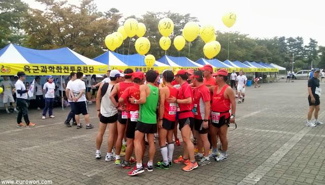 Corredores que marcan el ritmo en un medio maratón