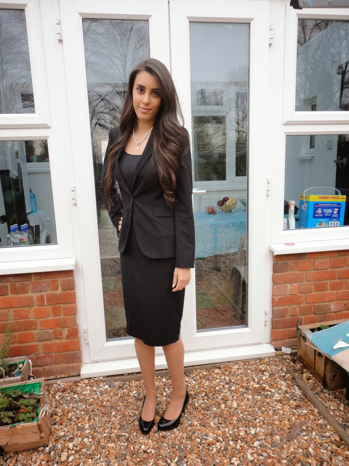little gem how to dress for an interview it is a good idea to invest in a smart blazer a black vest and either a midi skirt or a pair of black skinny trousers